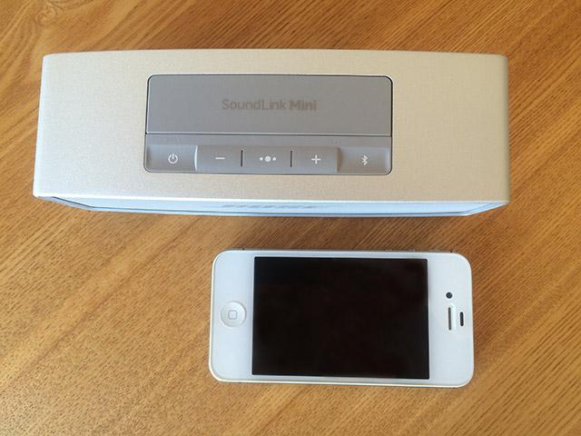 「Bose SoundLink Mini II」とiPhone4Sのサイズ比較